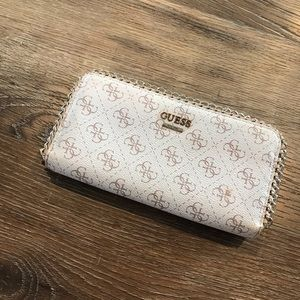 🍁1/2 Off Sale🍁 Guess Wallet / Clutch